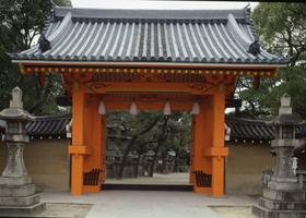 重要文化財の赤門と練塀