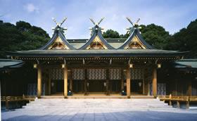 三連春日造りの本殿